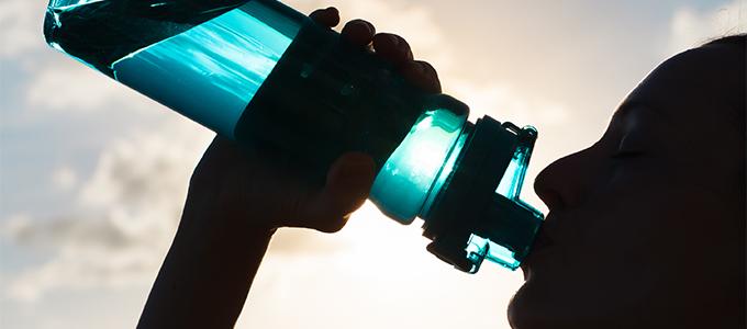 冬のかくれ脱水を防ぐ、水分補給の3つのポイント