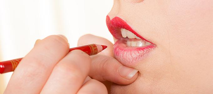 より魅力的&理想的な唇に!リップライナーの正しい使い方講座