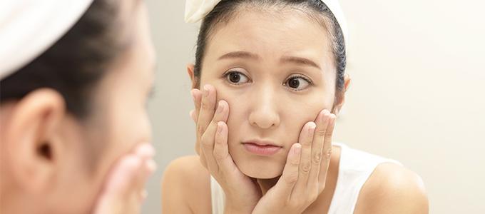 乾燥が原因で「肌のくすみ」が起こる理由&透明感を取り戻すケア方法